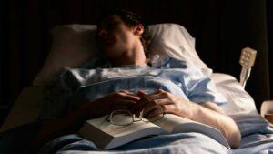 Dormir menos de cinco horas cuadruplica el riesgo de muerte en hospitalizados